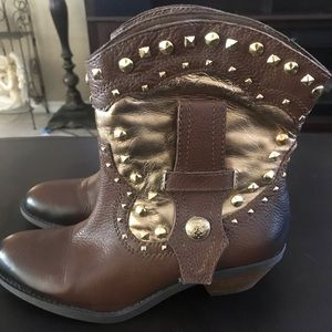 Vince Camuto ankle western Madalissa booties.